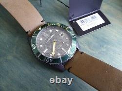 Spinnaker Épave Sp-5051-03 Lunette Verte Cadran Gris 44 MM Automatique Avec Cuir Brun